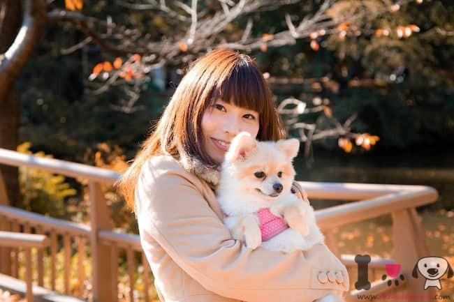 chica japonesa con su perro boo llamada Daichi